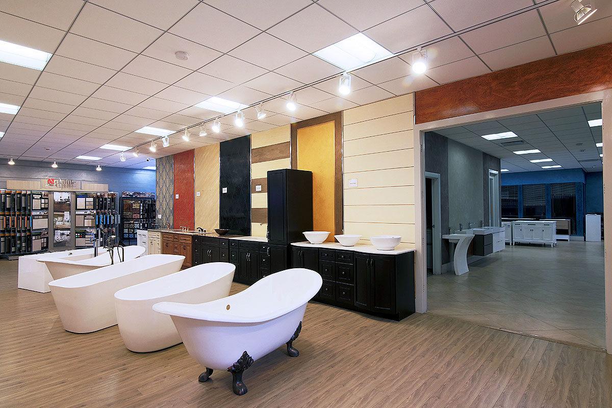 Freestanding bathtubs clawfoot bathtubs acrylic bathtubs for Bathroom showroom designs